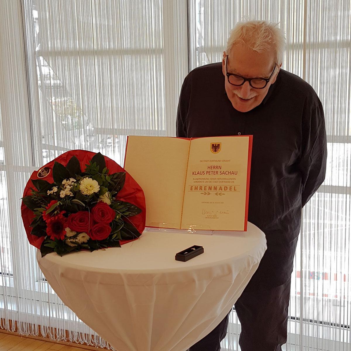 Ehrennadel der Stadt Dortmund für Klaus Peter Sachau | Foto © Isabel Pfarre